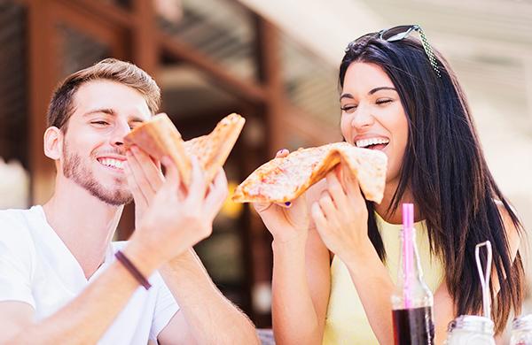 00 couple on cute casual pizza date jpg 600x390 jpg 600x390