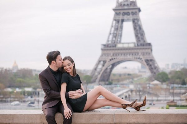 Couple photo shoot ideas kiss on the forehead is so romantic