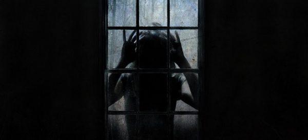 pochemu nochyu nelzya smotret v okno