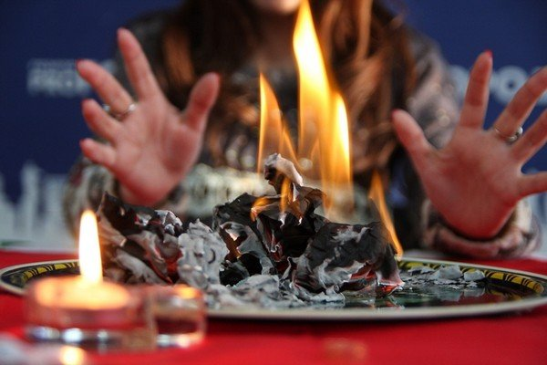 Гадание по огню на любовь
