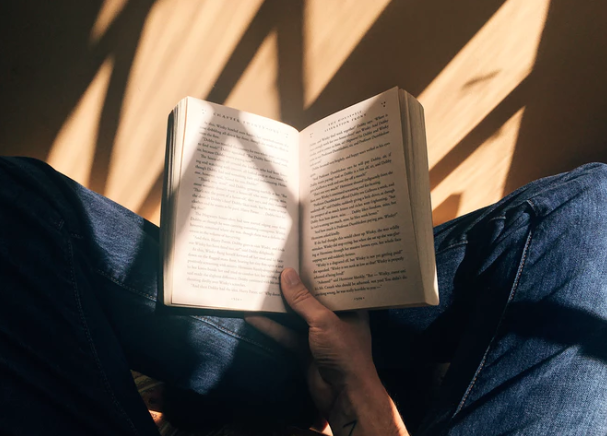 Картинки по запросу чтение книги