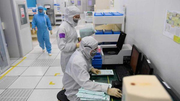 Жители Западной Украины защищаются от коронавируса из Китая ...