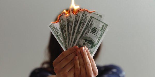 Знаки зодиака, которым не везет в деньгах