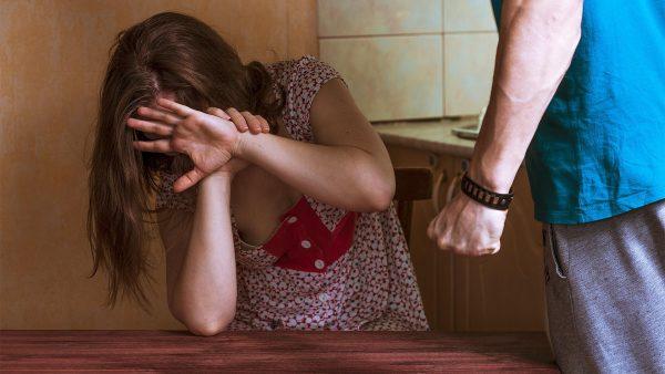 Побойный эффект: во время карантина участились случаи семейного ...