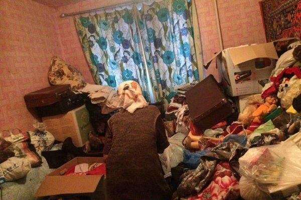 Весь дом воет»: Нижегородцы превратили свою квартиру в помойку